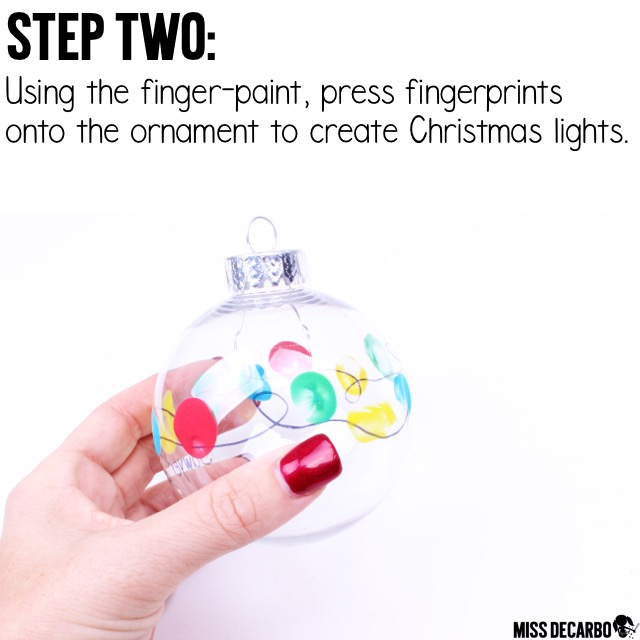 A cute and easy Christmas Light Fingerprint Ornament for your students to give as gifts! Click the image to grab the free Christmas gift tags in the blog post. This easy Christmas craft project will be a keepsake gift families treasure year after year!