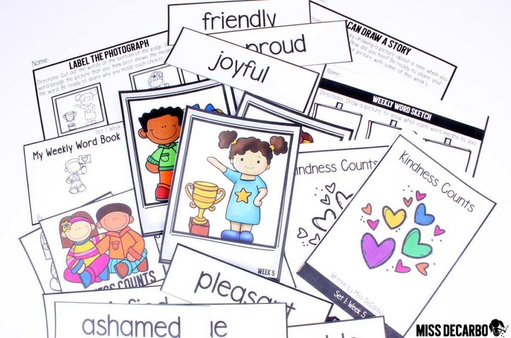 kindergarten vocabulary lesson plans, word play activities, assessments, digital books, and read aloud passages - Learn about a weekly vocabulary routine for kindergarten!