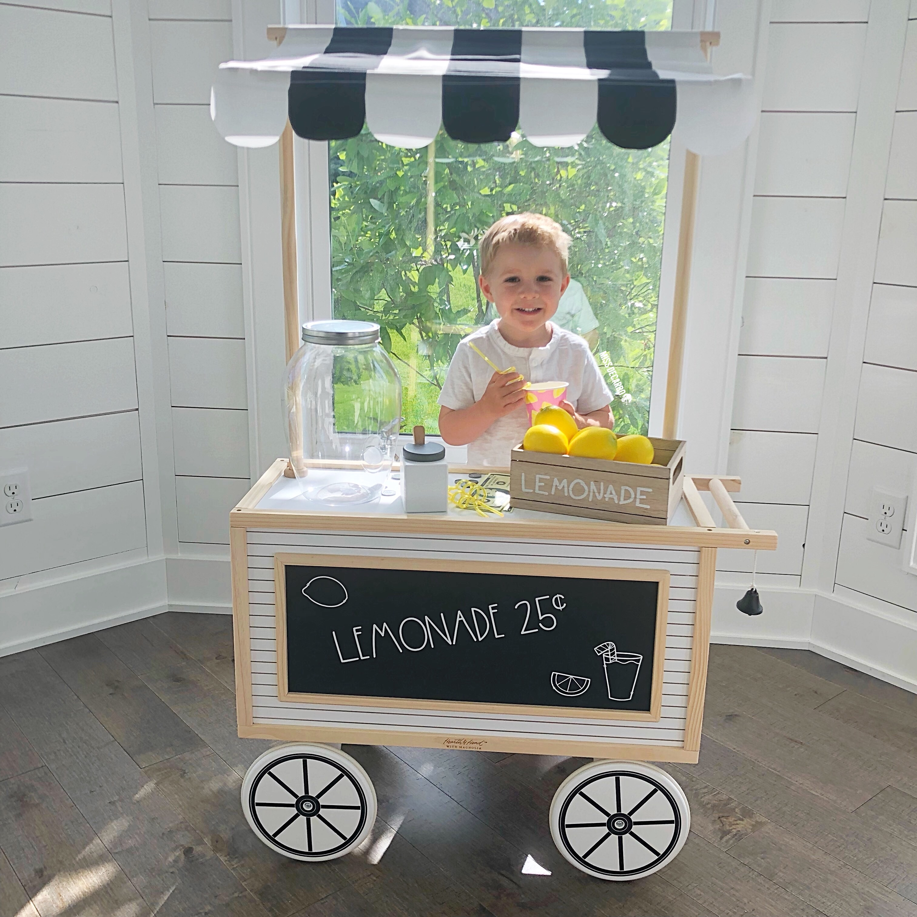 A modern farmhouse play cart that was transformed into a lemonade stand. This adorable dramatic play cart is perfect for fostering pretend-play and imagination!